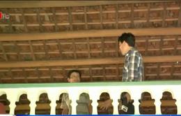 Người dân Phú Yên làm gác chống ngập lụt