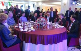 Chủ tịch nước Trương Tấn Sang gặp mặt các bạn Nga