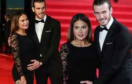 Gareth Bale lịch lãm đưa vợ bầu đi xem phần mới của series 007