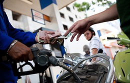 Giá xăng nhập về Việt Nam trong 9 tháng giảm gần 40%