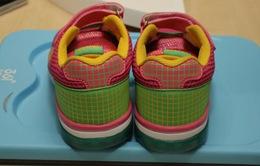 Giày thông minh giúp cha mẹ định vị con mình