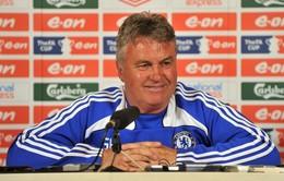 Guus Hiddink đã tới London để chuẩn bị dẫn dắt Chelsea