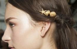 Hoa cài tóc - điểm nhấn trên mái tóc bồng bềnh mùa Hè 2015