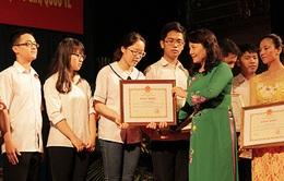 Hải Phòng: Khen thưởng học sinh, sinh viên xuất sắc năm học 2014 - 2015