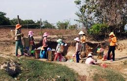 """Gia Lai: Hạn hán, người dân """"khát"""" nước sạch"""