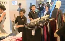 Sôi động không khí mua sắm ngày Thứ Sáu đen tại TP.HCM
