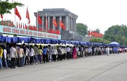 Đông đảo người dân vào Lăng viếng Chủ tịch Hồ Chí Minh
