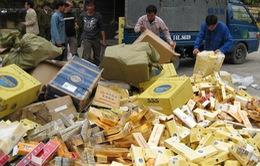 Đồng Tháp: Bắt vụ vận chuyển hàng lậu quy mô lớn