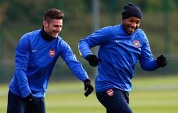 """Bị chê """"chân gỗ"""", Giroud muốn nói chuyện thẳng thắn với huyền thoại Henry"""