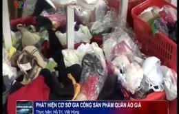 Hà Nội: Đột kích lò gia công quần áo giả thương hiệu nổi tiếng