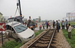Nghệ An: Băng qua đường sắt, ô tô bị tàu đâm phải