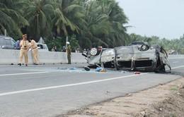 Xe cấp cứu tông xe máy, 6 người thương vong
