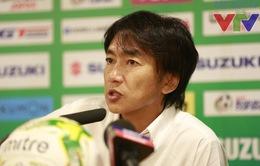 HLV Miura cho U23 tập ngay sau khi tới Singapore