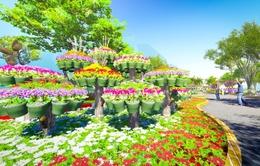 TP.HCM: Sắp hoàn thành đường hoa Tết Ất Mùi 2015
