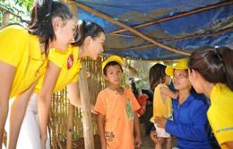Hoa hậu Hoàn vũ Việt Nam 2015 trao tặng nhà tình thương tại Khánh Hòa