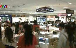Từ 2016, Hàn Quốc hoàn thuế cho du khách sau khi mua hàng