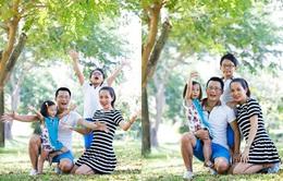 """Bố con Hoàng Bách - Tê Giác đưa gia đình tới """"ăn trưa"""" trên VTV6"""