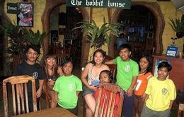 Ấn tượng quán của người lùn và trẻ tự kỉ tại Philippines