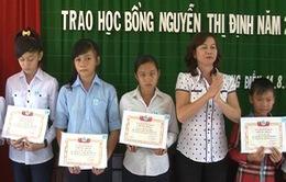 Trao học bổng Nguyễn Thị Định cho 200 nữ sinh có hoàn cảnh khó khăn