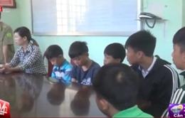 Lâm Đồng: Kiểm điểm 6 học sinh ném đá xe khách