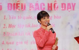 """Hóa thân cô giáo, Hồng Nhung duyên dáng trên sân khấu """"Giai điệu tự hào"""""""