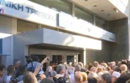 Hy Lạp: Ngân hàng quốc gia mở cửa cho người dân rút tiền trợ cấp