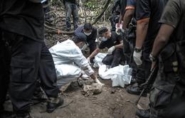 Malaysia: Bắt 12 cảnh sát liên quan đến vụ139 ngôi mộ tập thể
