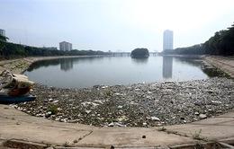 Hà Nội: Ngập tràn rác thải trên hồ Linh Đàm