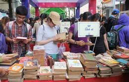 Đấu giá sách quý trong chợ phiên sách cũ tại TP.HCM