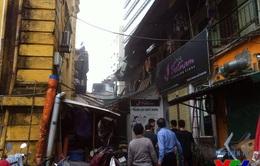 Hà Nội: Vẫn gấp rút cứu hộ, cứu nạn trong vụ sập nhà Pháp cổ