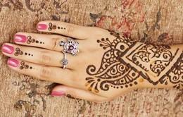 Nở rộ trào lưu trang trí cơ thể với hình xăm Henna