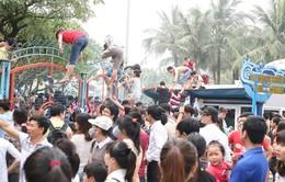 Hà Nội: Hỗn loạn ngày mở cửa công viên nước Hồ Tây
