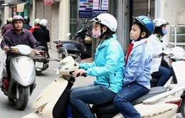 Đội mũ bảo hiểm cho trẻ: Phụ huynh và học sinh đều hưởng ứng