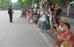 Người dân háo hức chờ đón lễ diễu binh, diễu hành