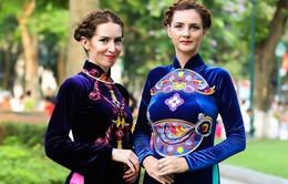 Thiếu nữ thế giới lộng lẫy trình diễn áo dài Việt