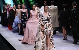 Bắt mắt những mẫu thiết kế tuyệt đẹp tại Tuần lễ thời trang quốc tế Việt Nam 2015