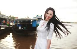 Á khôi Áo dài Việt Nam Lệ Quyên đẹp rạng ngời tại quê nhà