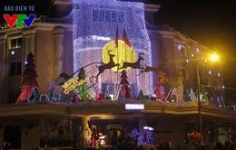 Không khí đêm Giáng sinh ngập tràn các con phố Hà Nội