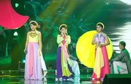 """Giọng hát Việt nhí 2015: Công Quốc giả gái """"thôi miên"""" khán giả"""