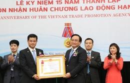 Cục Xúc tiến Thương mại nhận Huân chương Lao động hạng Nhất