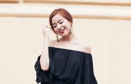 Hoàng Thùy Linh khoe vai trần quyến rũ trên phố