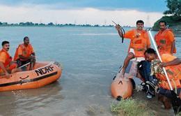 Chìm thuyền tại Ấn Độ, động đất gây thương vong ở Nam Phi