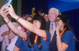 Thượng nghị sĩ Mỹ nói chuyện với sinh viên TPHCM về biển Đông