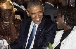 Tổng thống Obama vui vẻ ăn tối cùng người thân ở Kenya