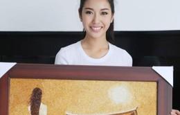 Thúy Vân mang tranh gạo lứt đi thi Hoa hậu Quốc tế 2015