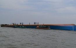 Chìm tàu trên sông Soài Rạp (TP HCM): Đã cứu sống được một thuyền viên