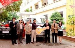 Cựu sinh viên tặng trường ĐH Kinh tế quốc dân 3 xe ô tô nhân ngày Nhà giáo VN