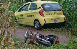 Thai phụ cùng thai nhi 9 tháng tuổi bị taxi tông tử vong