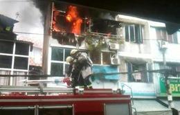 Biển lửa bao trùm căn nhà 2 tầng, người dân nhốn nháo tháo chạy