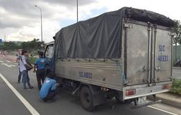 Xe tải bốc khói, hầm Thủ Thiêm bị phong tỏa